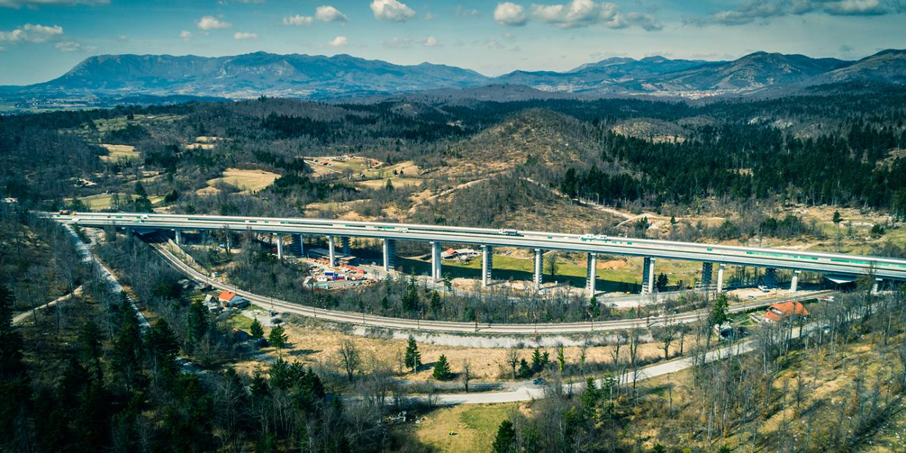 Reconstruction of the highway section Unec – Postojna with the rehabilitation of the Ravbarkomanda viaduct